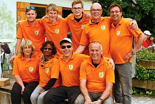 Das Aufsteiger-Team Denkendorf-2 jubelt über 3 siegreiche Begegnungen.