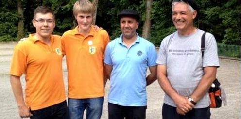 V.l.n.r.: Keven Engisch und Maximilian Lang freuen sich über den 2. Platz beim Horber Vatertagsturnier 2015